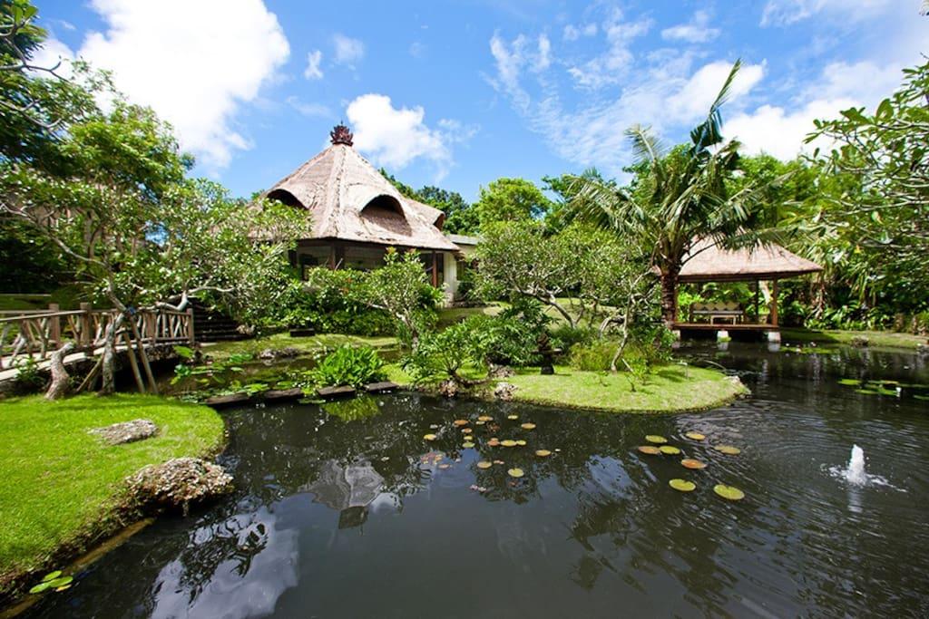 Pond villa garden
