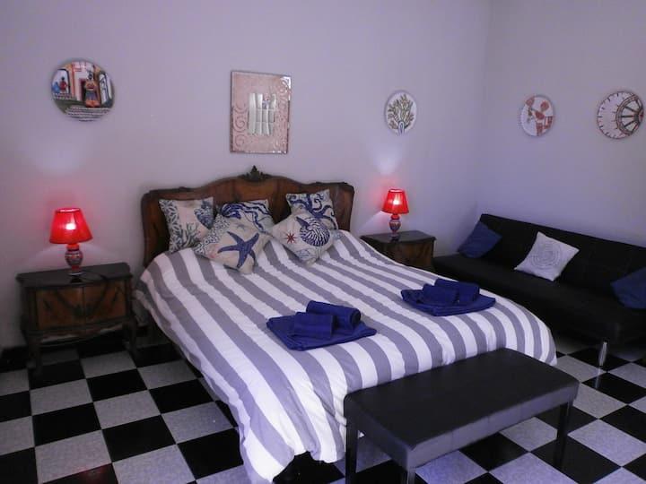 Camera luminosa con bagno privato+colazione