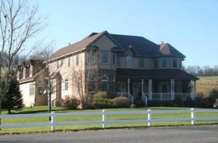 3 miles to Colgate, Entire 5 bedroom Home