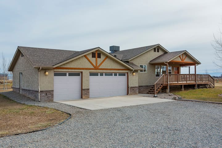 Rural Home -10 min to Durango-Game Room/Fire Pit