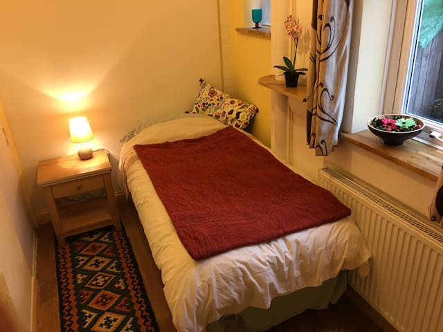 Lovely clean, quiet room in Hemel Hempstead - Hemel Hempstead - Rumah