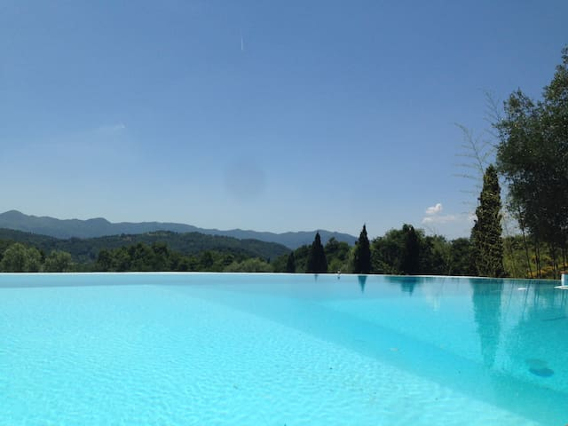 Retreat with pool tuscany country close to 5 terre