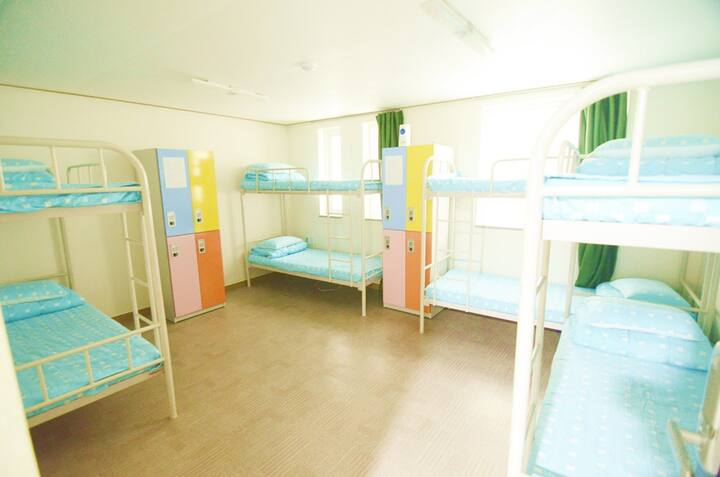 1 Bed in 8 Female Dorm room with nice Common area