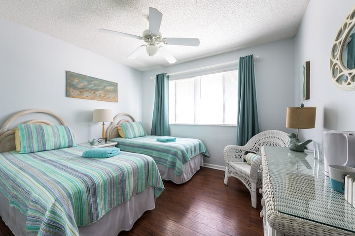 "The ""Teal Room"" - 2 twin beds"