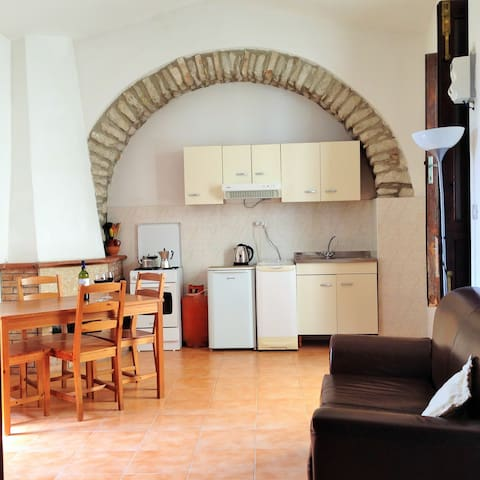 Charming Calitri, Avellino (Between Naples & Bari) - Calitri - House