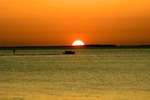 Artists amazing sunrise water retreat!
