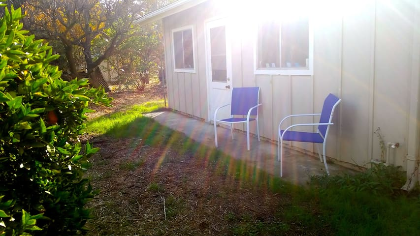 Artist Studio, Private Entrance, Fruit Trees Farm! - Ojai - Apartment