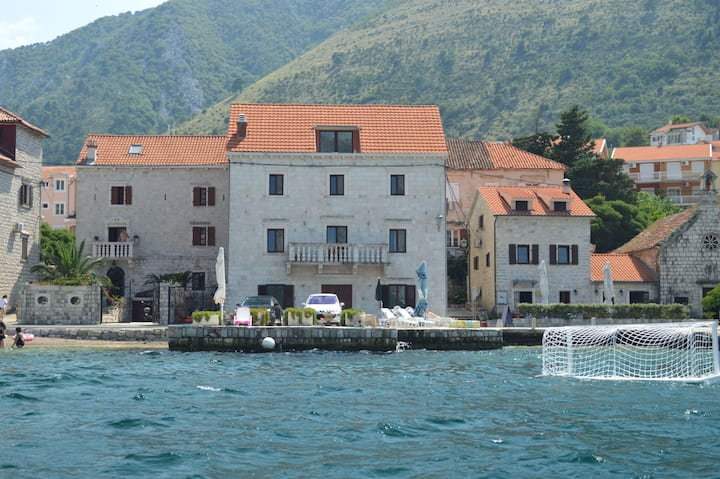 Palazzo Lucovic, Prcanj, Kotor Bay