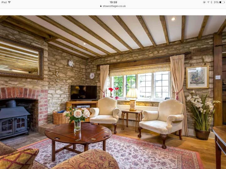 Superbly presented idyllic Cotswold cottage