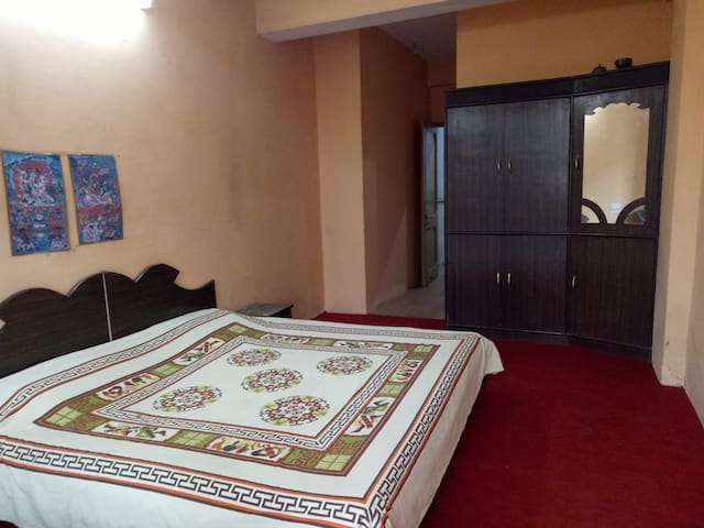 Deluxe room with a view on the valley - Dharamshala - Apartment