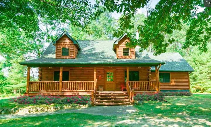 TORCH LAKE CABIN IN THE WOODS @ THE HEART OF TORCH