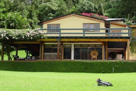 Casa Los Pinto - Amatitlán.
