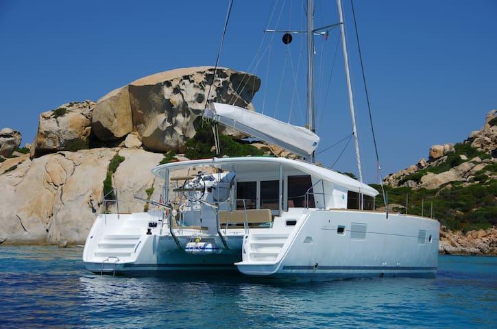 Sailing catamaran Lagoon 400 Ibiza - Palma - Barco