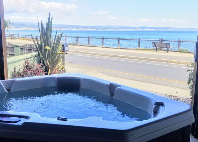 2BeachViewRooms-HotTub+AquariumPasses+EBikes+SurfB