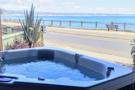 180°OceanView+HotTub+AquariumPasses+EBikes+Surfbrd