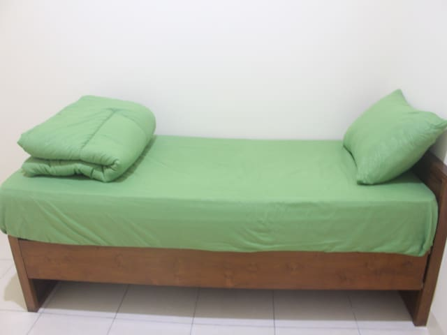 Radio Guesthouse (Single Room) Cashback IDR 20000