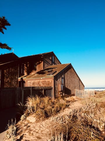 4bd/4ba Monterey Bay Beachfront Home