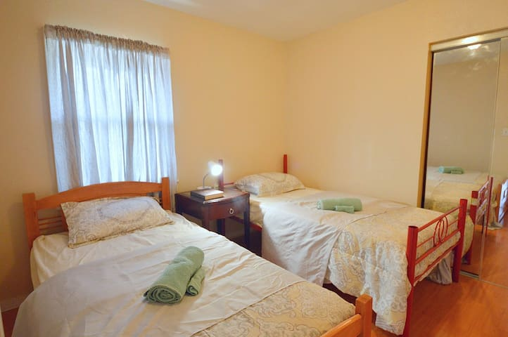 Room 6 with two Twin beds