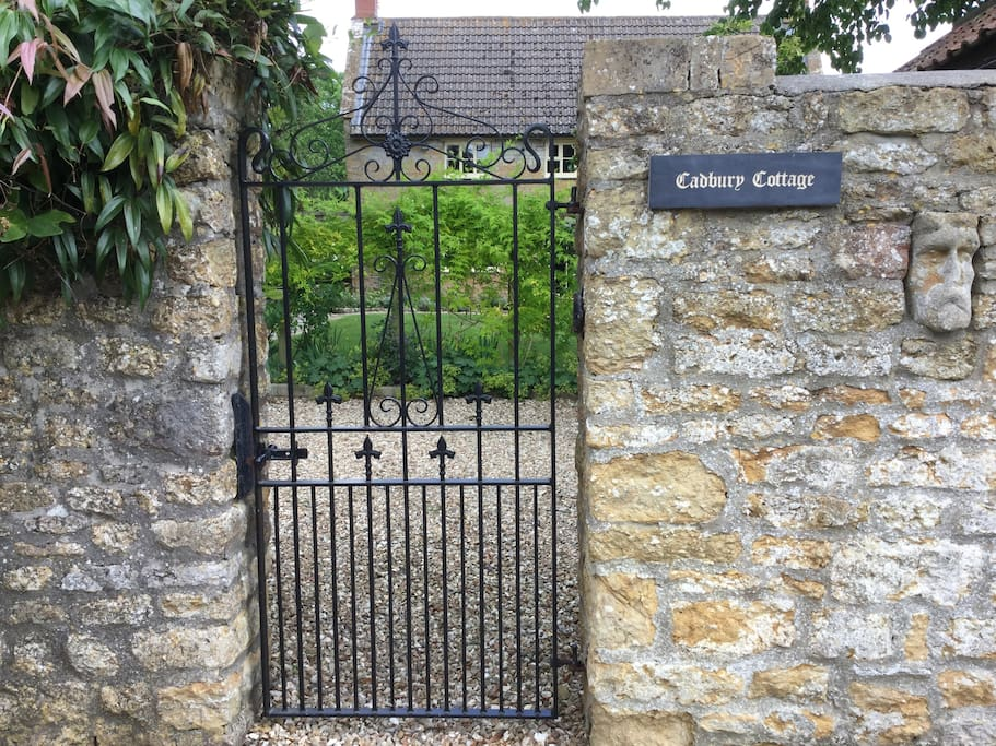 Cadbury Cottage - front gate