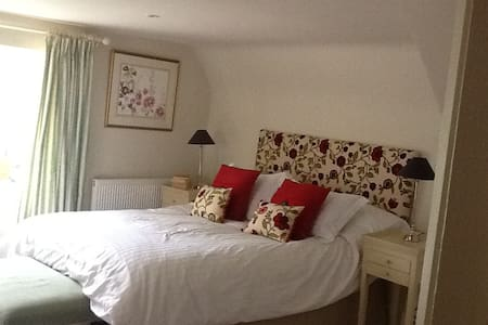 Double Bedroom in separate wing (other rooms too) - Chelworth - Bed & Breakfast