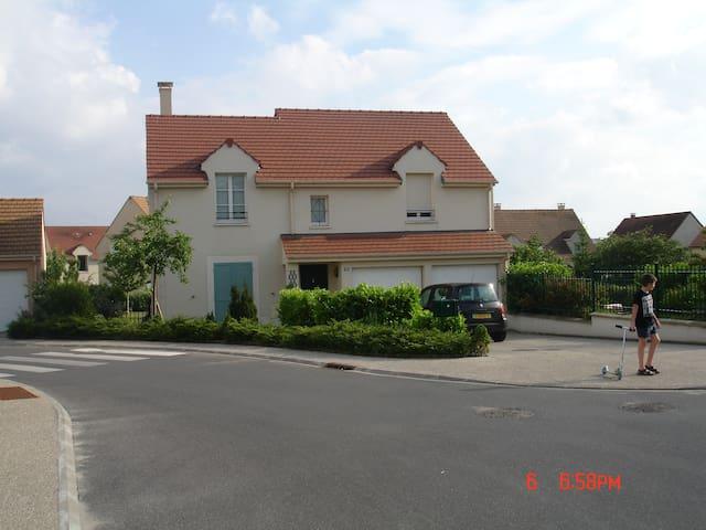 pavillon 4 chambres 130 m2 salon 35 m2 + jardin - Argenteuil - Rumah