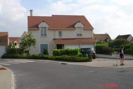 pavillon 4 chambres 130 m2 salon 35 m2 + jardin - Argenteuil - Hus