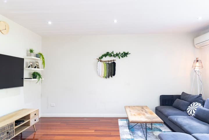 Sydney Park Deluxe Pad - Close to CBD & Airport!