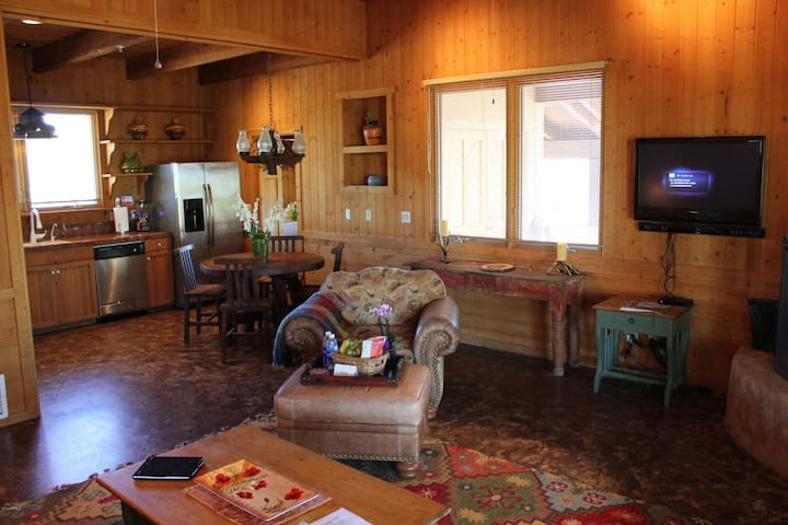 AMAZING CABIN FEELING UNIT, HEATED POOL, HOT TUB, AND  POOL TABLE!!
