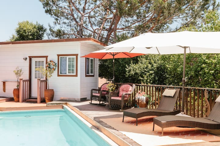 Retreat-style, Bistro-Pool-side Casita!