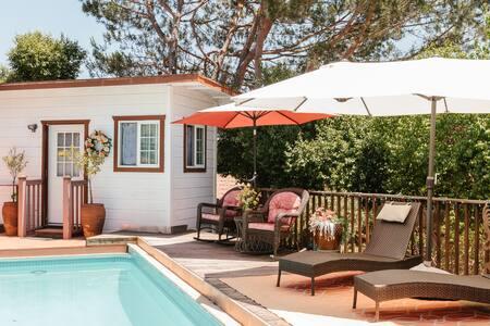 Retreat-style, Bistro-Pool-side Casita!