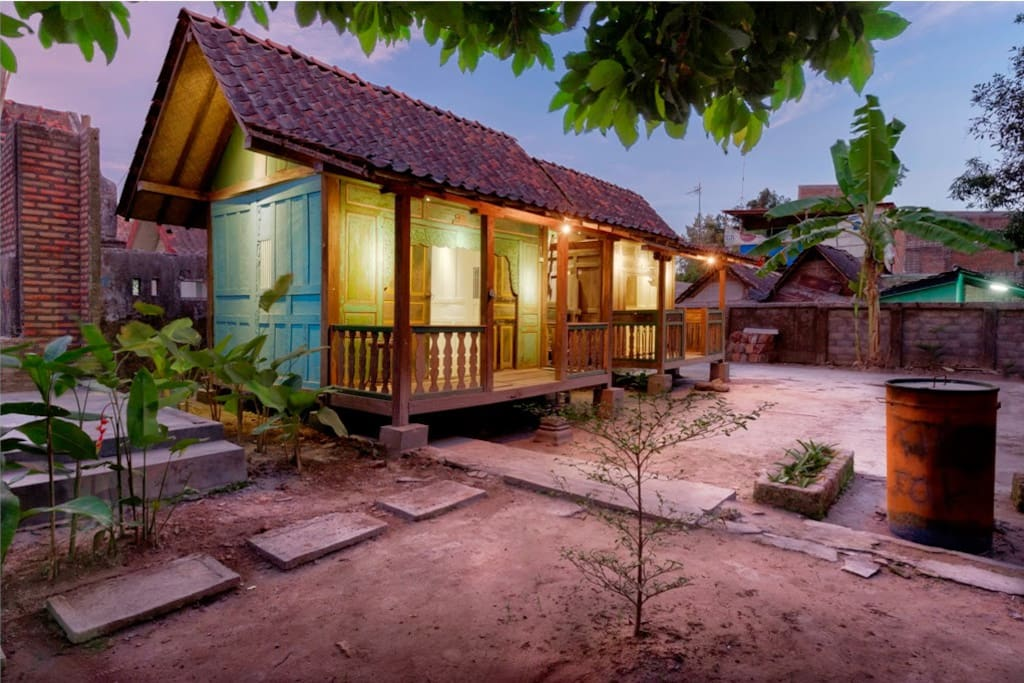 KPY Creative Space Wooden Hut PONDOK KAYU 02 | sized 2.5x 3 mtr |  Facilities : 2x Single Bed + Fan + Free Highspeed Wifi + Shared bathroom | check visual report of out creative space activity : https://goo.gl/d9JYmQ
