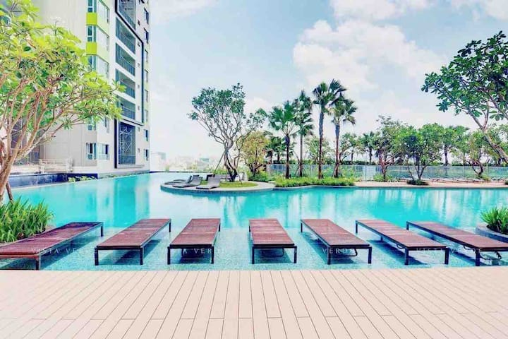 Leisure & Relax; City-Pool View Lux Apartment No.1