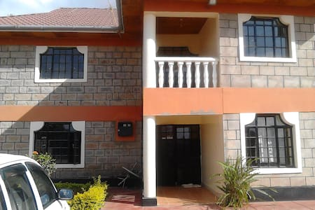 Gorgeous Home near JKIA & Natl Park, shopping mall - Nairobi - Şehir evi