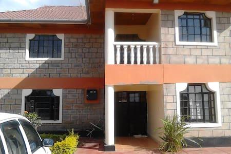 Gorgeous Home near JKIA & Natl Park, shopping mall - Nairobi