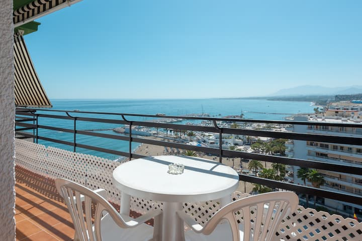 Apartment with sea view, frontline beach