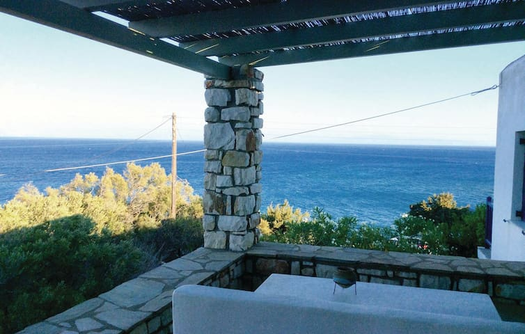 Holiday cottage with 3 bedrooms on 120 m² in Piso Livadi