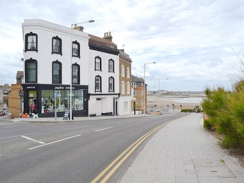 Papillon Apartment By the Sea -  Margate