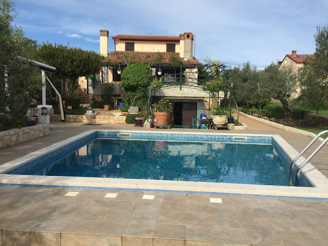 Cozy house with swimming Pool on the island of Krk