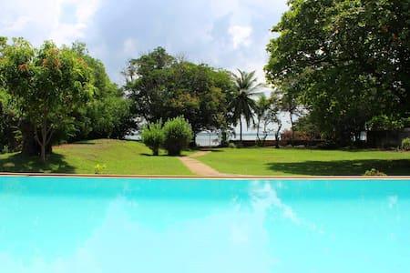 Leana Lagoon Villa - Negombo - Villa