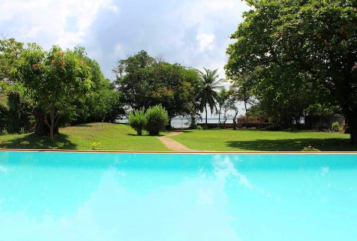 Leana Lagoon Villa - Overlooking Negombo Lagoon