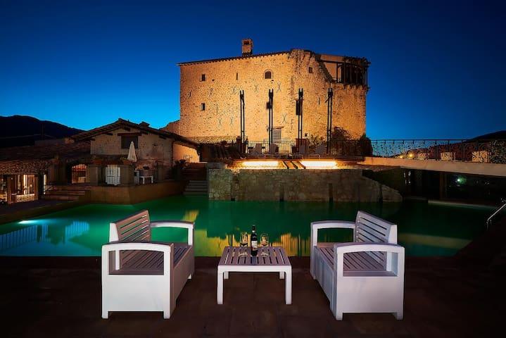 Castello con piscina nei pressi di Spoleto