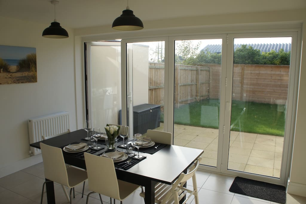 Modern 3 Bed with South West Facing Garden and Bi-Fold Doors