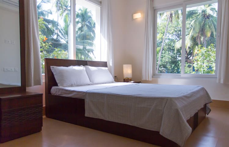 Bright, modern & charming 1-Bed apartment, Arpora - Panjim - Huoneisto