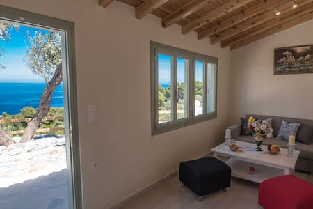Villa with a semi-private beach - Glossa