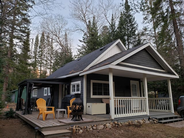 Kick-A-Root Cottage, Muskoka River, Bracebridge