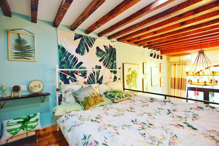[Tropical] Artistic apartment in French Concession