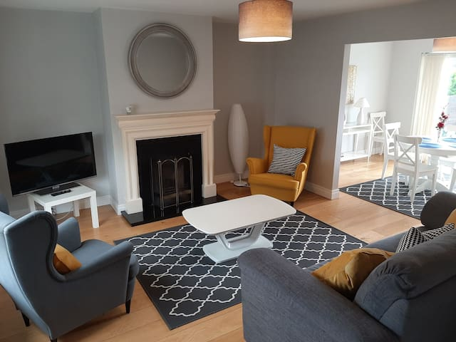 Bright modern  3 bed Townhouse. Ballina/Killaloe.