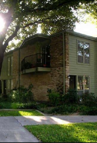 Full condo in Uptown right off Katy Trail - Dallas - Apto. en complejo residencial