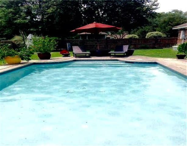 DEANNA'S Pool Palace. Ungraded Stay.  Welcome Home