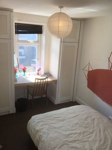 Double room - Experienced host. - Cardiff